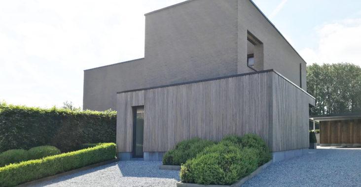 Rénovation de façade avec crépi et isolation